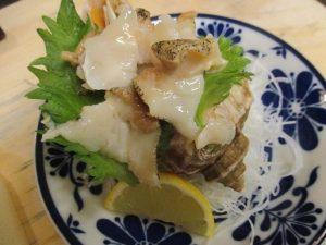 北海道のつぶ貝刺身を姿で~