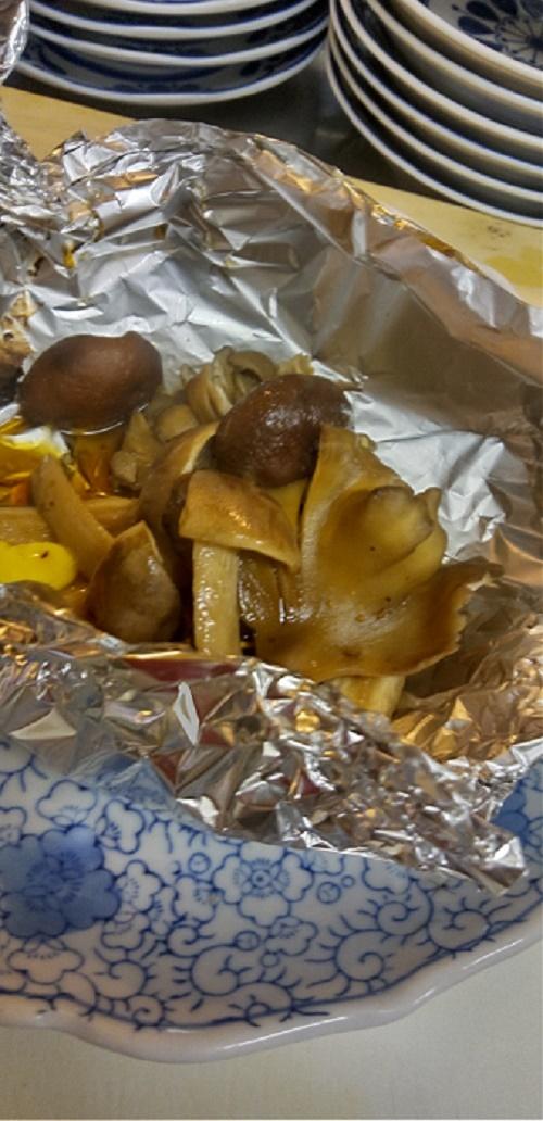 秋を見つけた「キノコ」焼いて食べるの~
